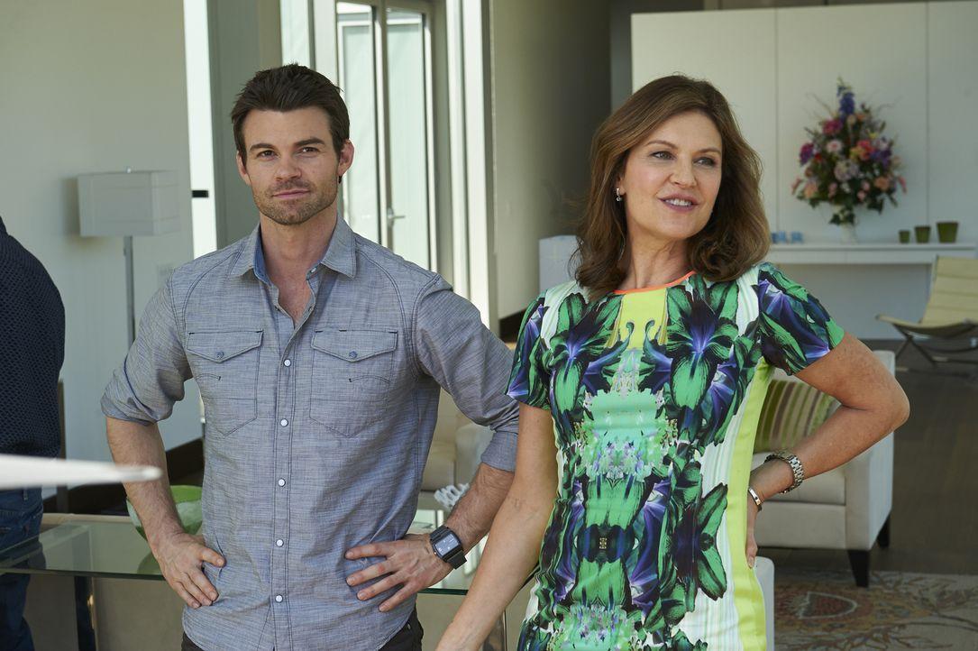 Kann Joel (Daniel Gillies, l.) Dana (Wendy Crewson, r.) überzeugen, einem entstellten Mann zu helfen? - Bildquelle: 2013  Hope Zee Two Inc.