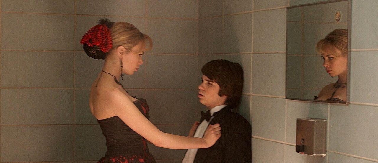 Als seine Lügen plötzlich zur Realität werden, muss Sam (Ryan Pinkston, r.) sich mit neuen Problemen in Form von Vicki Sanders (Amanda Walsh, l.) he... - Bildquelle: New Line Cinema