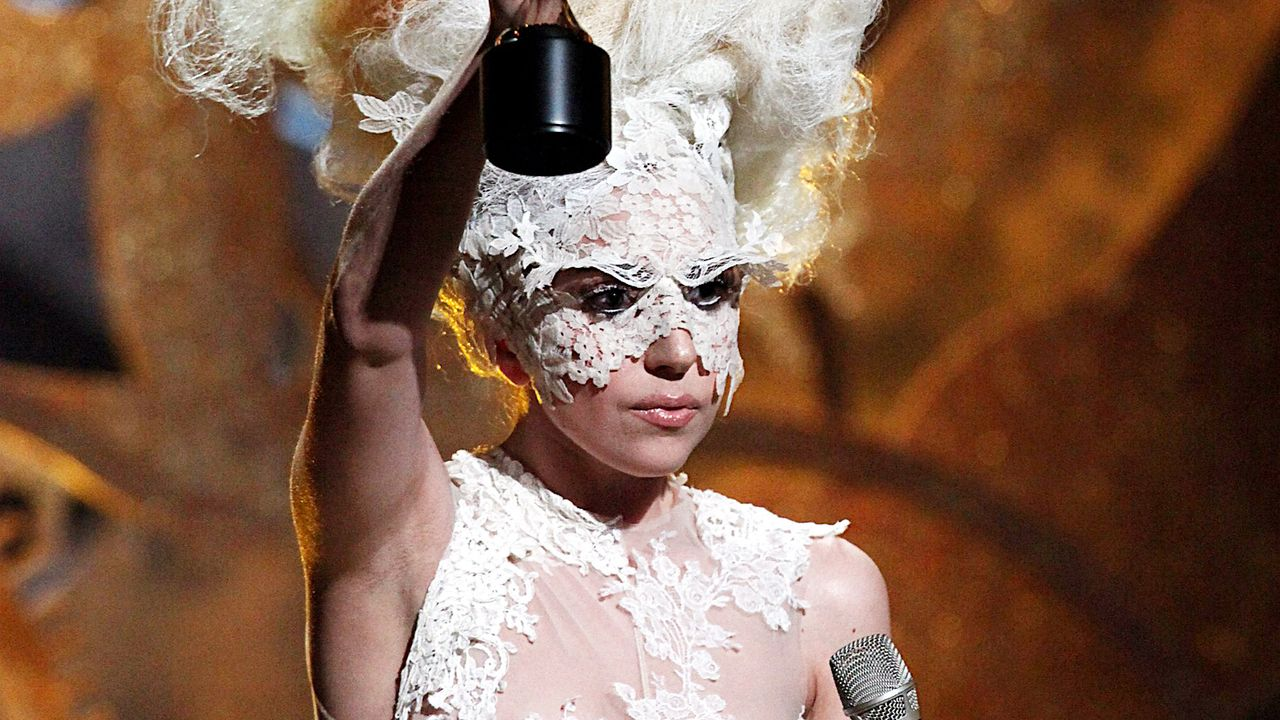 lady-gaga-10-02-16-brit-awards-dpa - Bildquelle: dpa