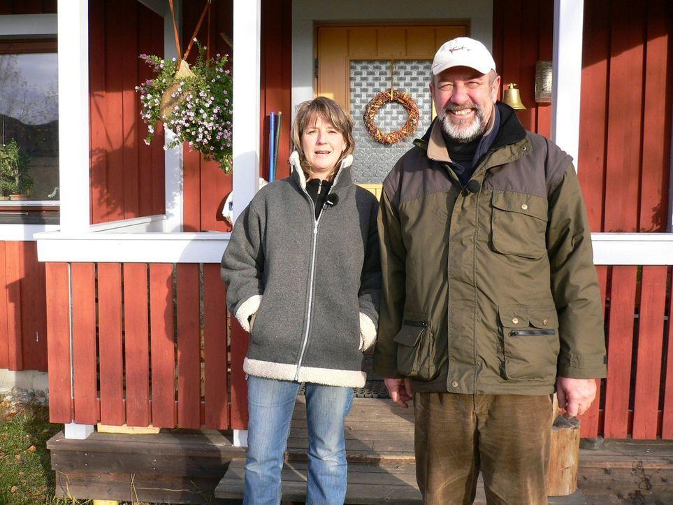 Wolfgang (53) und Sybille Löhr (44) sind wahre Weltenbummler. Bevor sie sich vor zwei Jahren in Schweden niedergelassen haben, waren sie lange als R... - Bildquelle: kabel eins