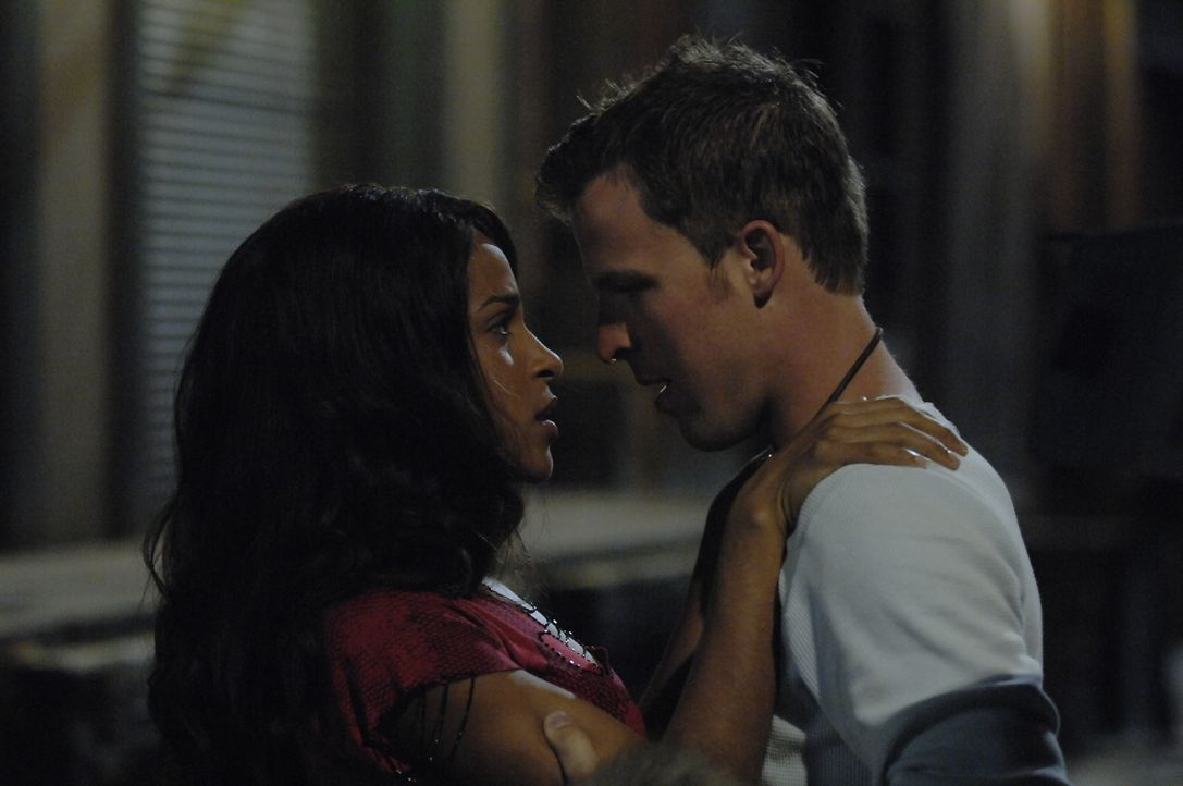 Hat die Liebe zwischen Isabelle (Megalyn Echikunwoke, l.) und Kyle (Chad Faust, r.) ein Chance?