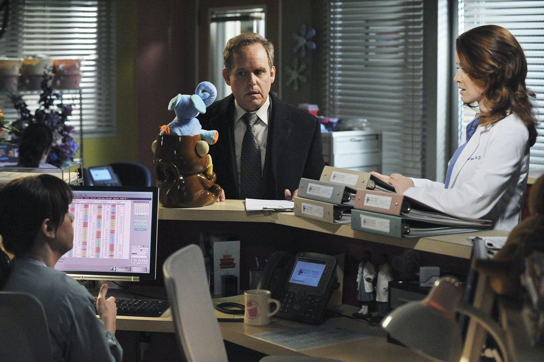 Nach und nach entdeckt April (Sarah Drew, r.), dass mehr an Dr. Stark (Peter MacNicol, M.) dran ist, als zunächst vermutet wird ... - Bildquelle: ABC Studios