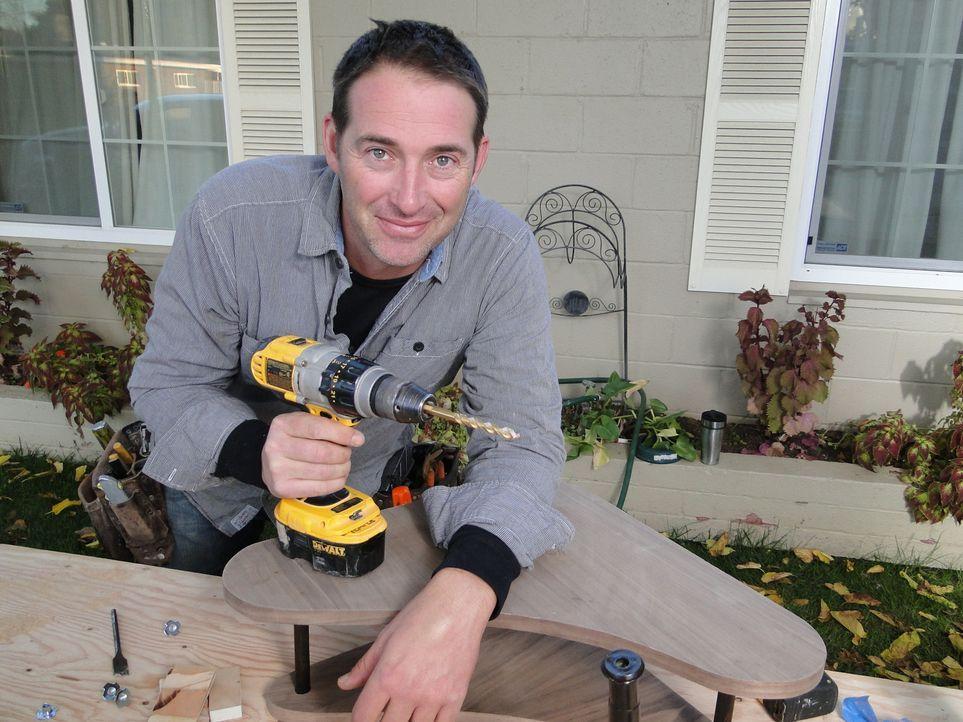 Bauunternehmer Josh Temple sucht in Baumärkten nach Heimwerkern, die Hilfe benötigen. Wer Joshs Hilfe annimmt, erhält innerhalb von 3 Tagen einen ko... - Bildquelle: 2013,DIY Network/Scripps Networks, LLC. All Rights Reserved