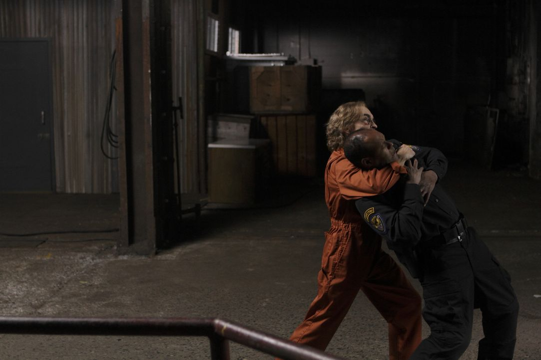Überrumpelt einen Wärter: Guerrero (Jackie Earle Haley) ... - Bildquelle: 2011  Warner Bros.
