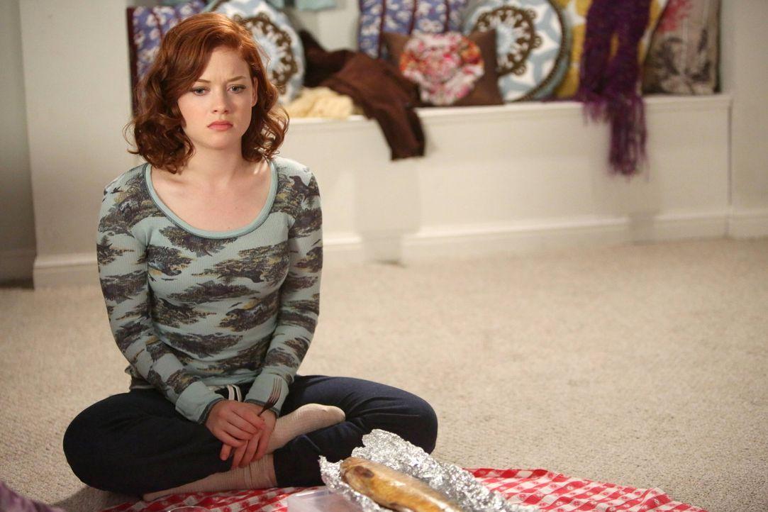 Kann sich über Lisas Geschenk nicht wirklich freuen: Tessa (Jane Levy) ... - Bildquelle: Warner Brothers