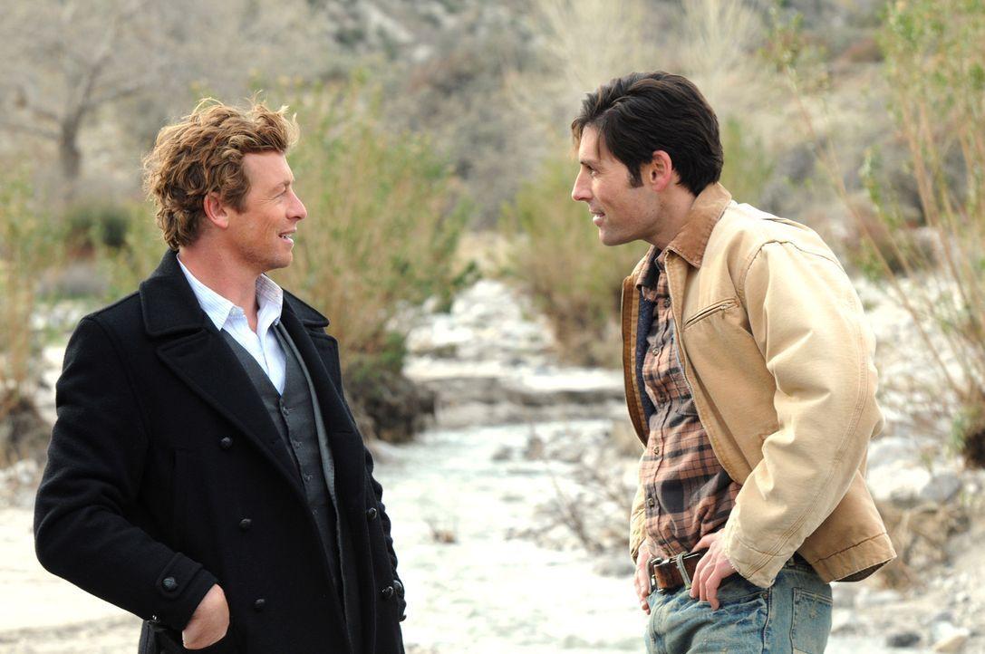 Bei den Ermittlungen in einem neuen Mordfall, stößt Patrick (Simon Baker, l.) auf Wes (Jordan Belfi, r.). Doch hat er damit was zu tun? - Bildquelle: Warner Bros. Television