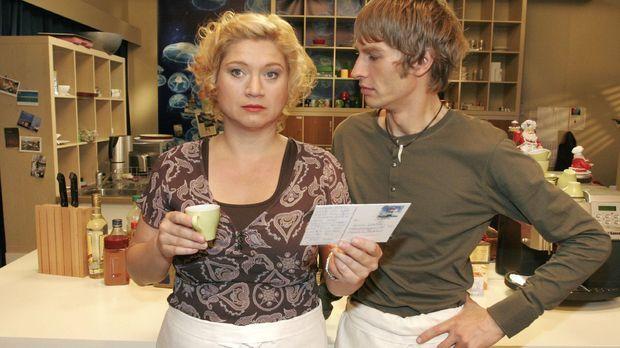 Agnes (Susanne Szell, l.) fühlt sich überrumpelt, als Boris (Matthias Rott, r...