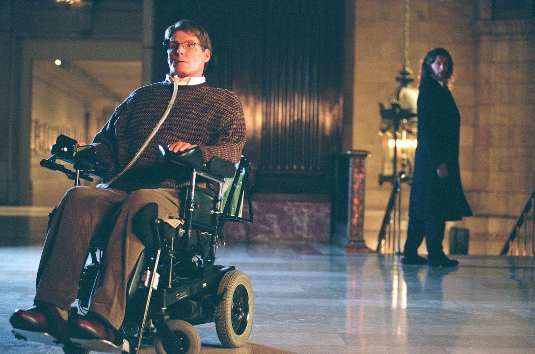 Ahnt Lionel (John Glover, r.), dass Dr. Virgil Swann (Christopher Reeve, l.) ganz eigene Ziele verfolgt? - Bildquelle: Warner Bros.