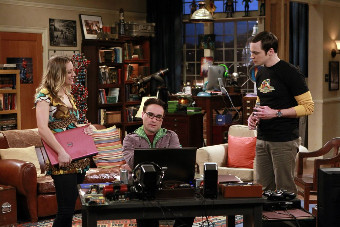 Müssen sich mit der Vergangenheit auseinandersetzen: Leonard (Johnny Galecki, M.), Sheldon (Jim Parsons, r.) und Penny (Kaley Cuoco, l.) ... - Bildquelle: Warner Bros. Television