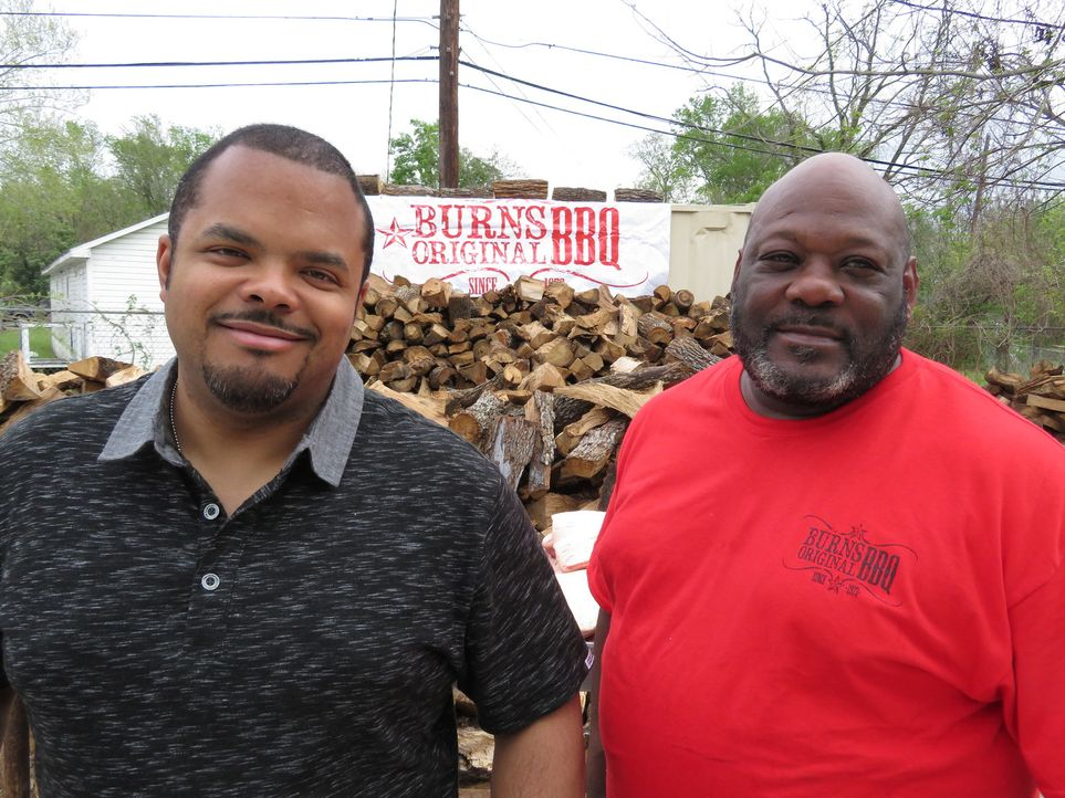 Roger Mooking (l.); Gary Burns (r.) - Bildquelle: 2017, Television Food Network, G.P. All Rights Reserved.