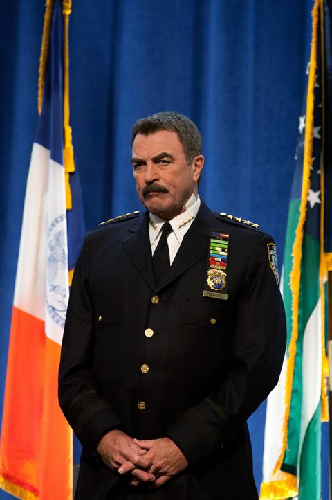 Das Atrium im John Kay College soll dem Andenken seines Sohnes gewidmet werden. Frank Reagan (Tom Selleck) hält eine ergreifende Rede ... - Bildquelle: 2010 CBS Broadcasting Inc. All Rights Reserved