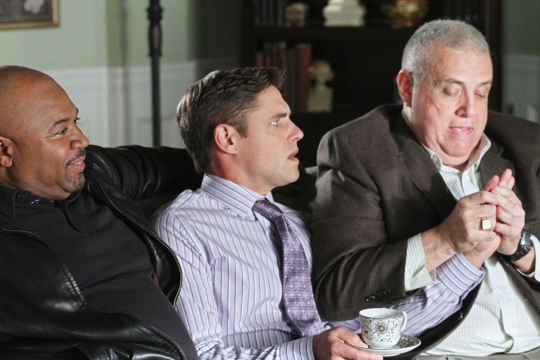 Bree hofft, mit Hilfe von Sergeant Clemente (David Reivers, l.) und Detective Turner (Vic Polizos, r.) Sam (Sam Page, M.) loszuwerden. Doch er fühlt... - Bildquelle: ABC Studios