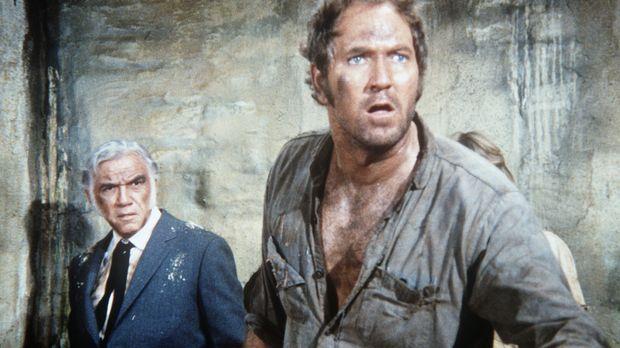 Bei einer Revolte im Gefängnis ist Ben (Lorne Greene, l.) in die Gewalt des H...