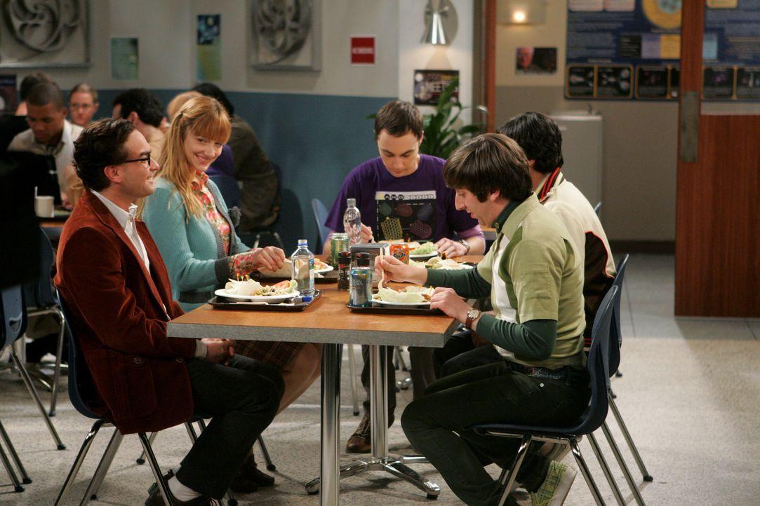 Vierer ohne Sheldon: Leonard (Johnny Galecki, l.), Sheldon (Jim Parsons, M.), Rajesh (Kunal Nayyar, r.), Howard (Simon Helberg, 2.v.r.) und Elizabet... - Bildquelle: Warner Bros. Television