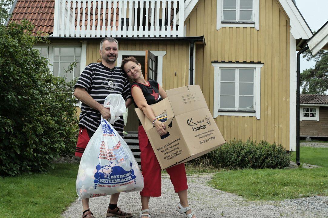 Vater Mario Purann (l.) lebt schon seit einem dreiviertel Jahr Schweden. Nun soll Ehefrau Martina Purann (r.) und die Töchter Iris und Anne-Kathrin... - Bildquelle: kabel eins
