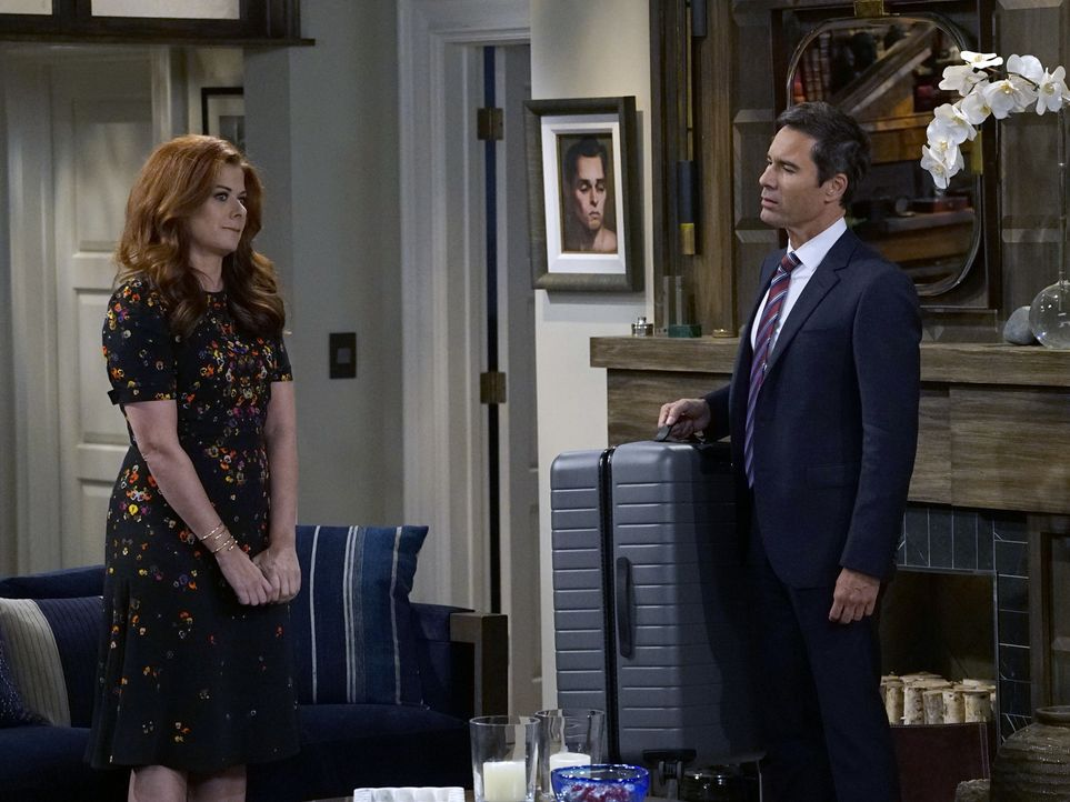 Grace (Debra Messing, l.) zieht bei Will (Eric McCormack, r.) ein, bis sich der Trubel um ihre Scheidung gelegt hat. Das ist zumindest der Plan ... - Bildquelle: Chris Haston 2017 NBCUniversal Media, LLC
