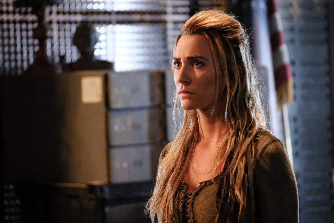 Niylah (Jessica Harmon) muss mitansehen, wie sich die Wut der Männer und Frauen der Skaikru gegen Ilian ins Unermessliche steigert. Unterdessen müss... - Bildquelle: 2016 Warner Brothers