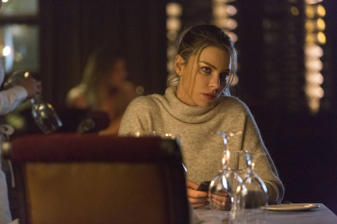Ahnt nicht, dass ihre gute Beziehung zu Lucifer für sie zur Gefahr werden könnte: Chloe (Lauren German) ... - Bildquelle: 2016 Warner Brothers