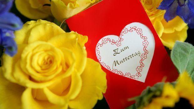 Ob mit oder ohne Geschenk: Ein paar liebe Worte dürfen am Muttertag nicht feh...