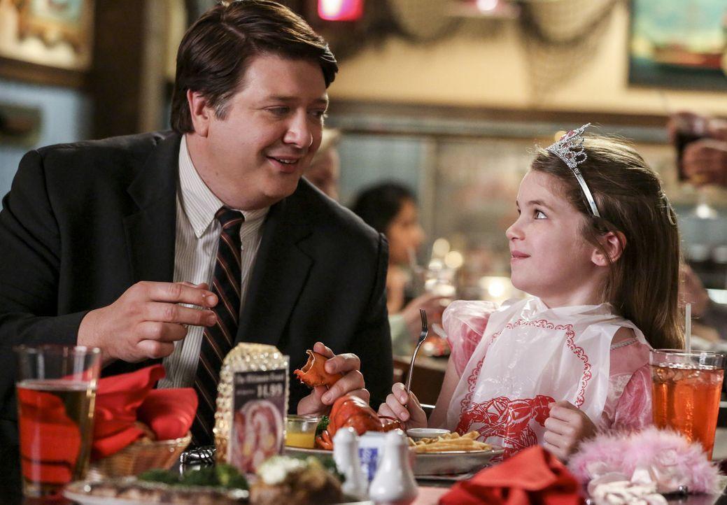 George Sr. (Lance Barber, l.) will die Beziehung zu seiner Tochter Missy (Raegan Revord, r.) verbessern. Wird ihm das wirklich gelingen? - Bildquelle: Warner Bros. Television