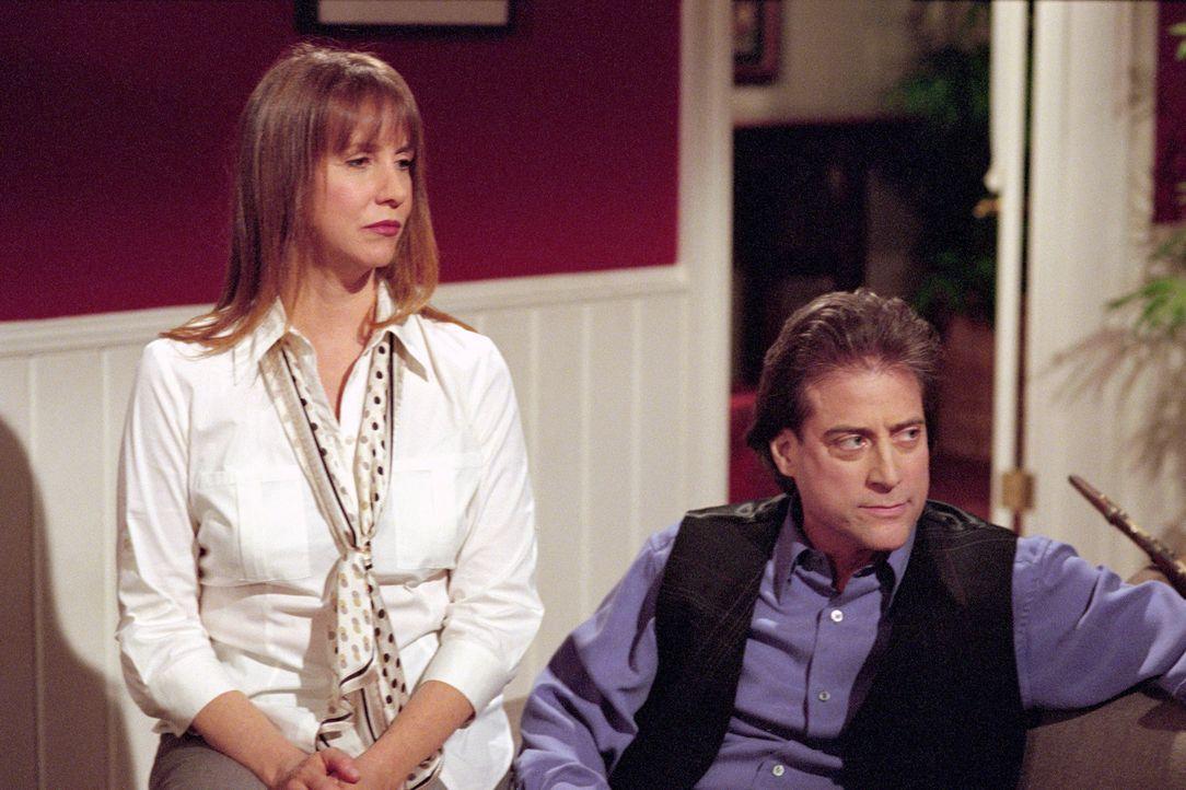 Während sich Sarah Matt gut verstehen, sind Sarahs Eltern Rosina (Laraine Newman, l.) und Rabbi Glass (Richard Lewis, r.) alles andere als begeister... - Bildquelle: The WB Television Network