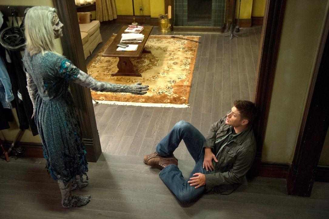Eigentlich weiß Dean (Jensen Ackles, r.), wie man einen Geist bekämpfen muss, doch dieser scheint durch etwas ganz besonders mit dieser Welt verbund... - Bildquelle: 2013 Warner Brothers