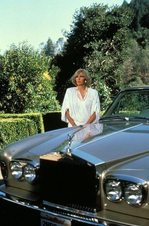 (6. Staffel) - Kit Marlowe (Kim Novak) nimmt eine falsche Identität an und beschwört damit eine Katastrophe herauf ... - Bildquelle: 1986   Warner Brothers