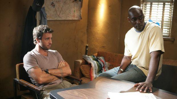Können Detektive Kevin Hiatt (Alex O'Loughlin, l.) und Detektive Julien Lowe...