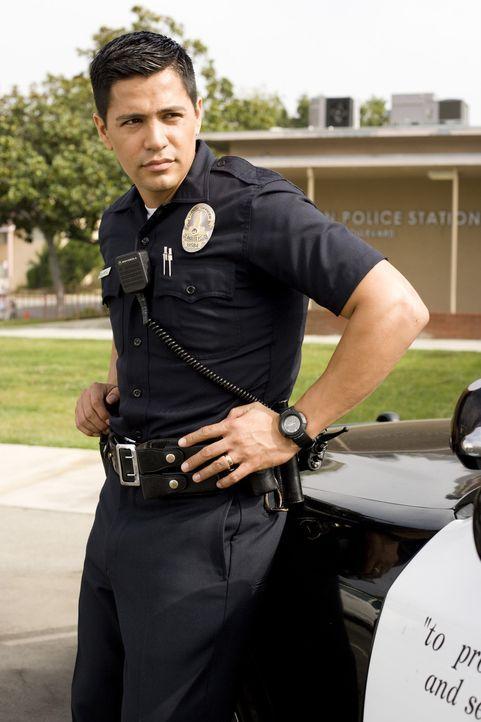 Als Chris die Polizei (Jay Hernandez) zur Hilfe gegen Abels Schikanen rufen will, wird dies mit Unverständnis aufgenommen. Denn diese kennen ihren K... - Bildquelle: 2007 Screen Gems, Inc. All Rights Reserved.