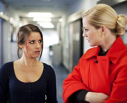 Hand aufs Herz - Bangen um Michaels Leben: Bea und Helena. - Bildquelle: Davi...