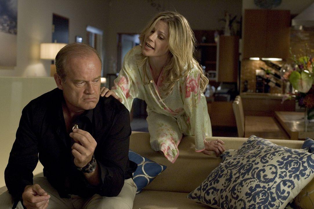 Als Christys (Julie Bowen, r.) Exfreund wieder auftaucht, gerät die Beziehung von ihr und Frank (Kelsey Grammer, l.) ins Straucheln ... - Bildquelle: Bruce Birmelin 2008 Crazy Inc. / Boxing Cat Ent.
