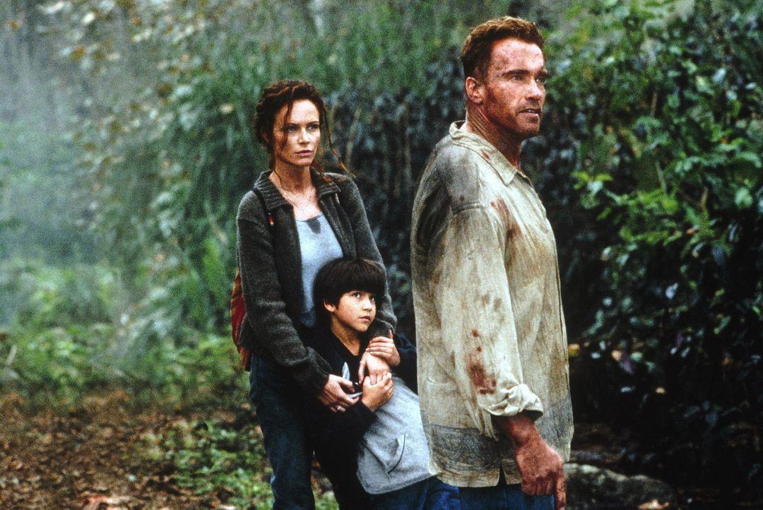 Zwischen allen Stühlen: (v.l.n.r.) Selena (Francesca Neri), Mauro (Tyler Posey) und Gordon Brewer (Arnold Schwarzenegger) ... - Bildquelle: Warner Bros.