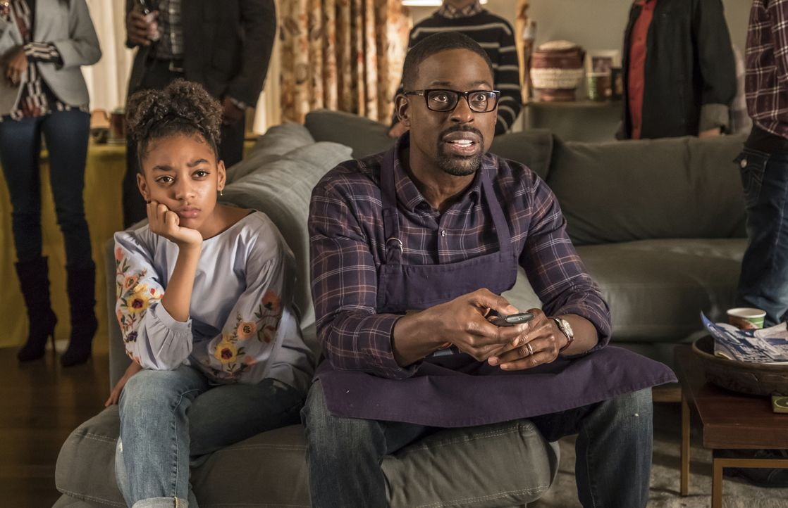 (v.l.n.r.) Tess Pearson (Eris Baker); Randall Pearson (Sterling K. Brown) - Bildquelle: Ron Batzdorff 2017-2018 NBCUniversal Media, LLC.  All rights reserved.