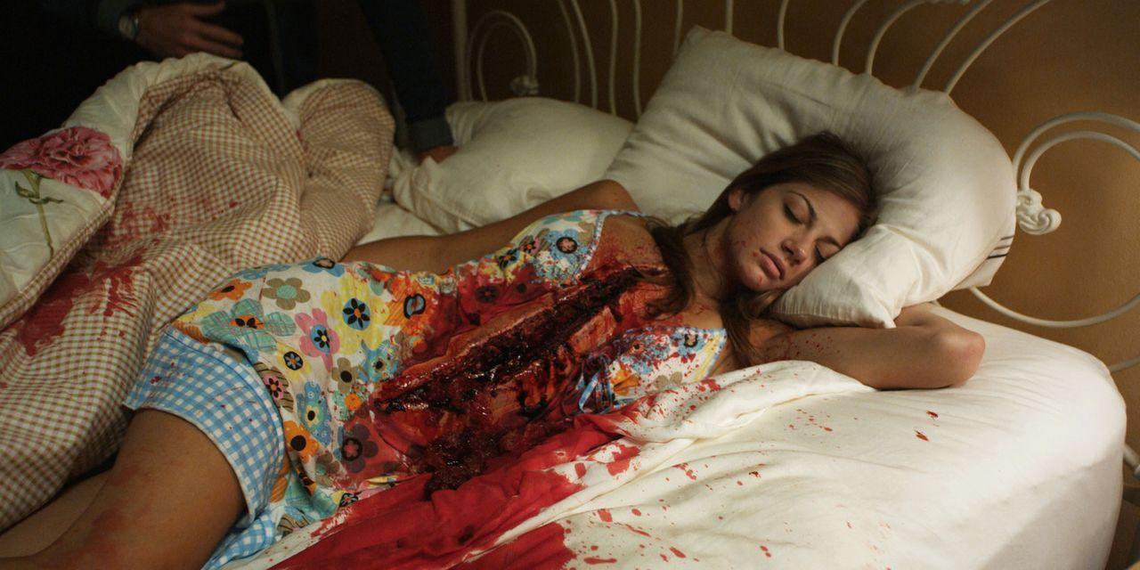 Zeitreisender Sam soll den vor Jahren stattgefundenen Mord an seiner Exfreudin Rebecca (Mia Serafino) verhindern. Doch dann läuft alles schief. Zur... - Bildquelle: Flashback Films, LLC