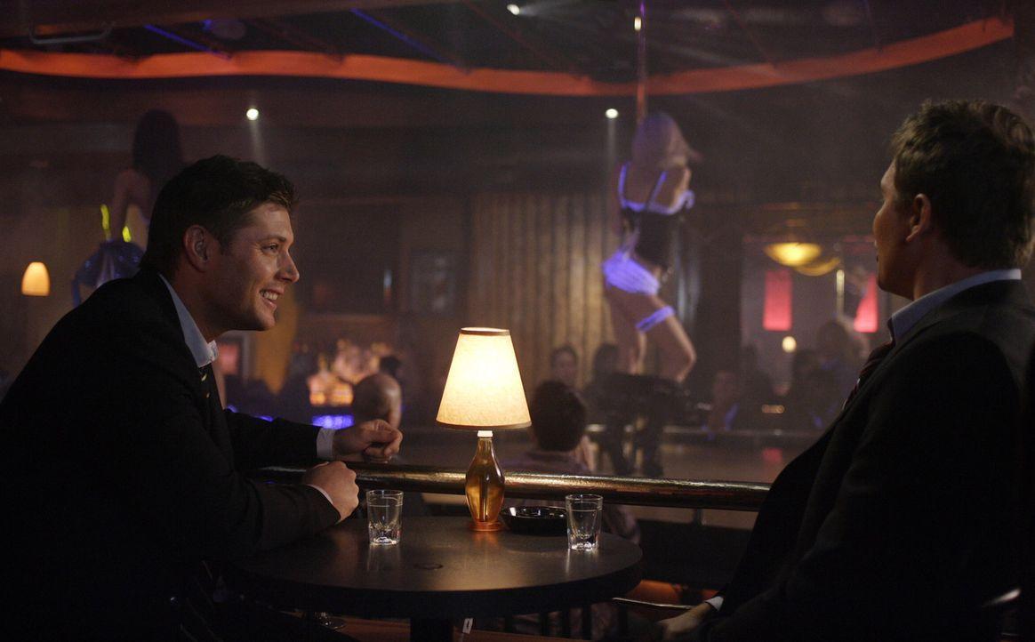 In Iowa ermorden Männer scheinbar grundlos ihre Ehefrauen. Bei ihren Ermittlungen finden Sam (Jared Padalecki, r.) und Dean (Jensen Ackles, l.) her... - Bildquelle: Warner Bros. Television