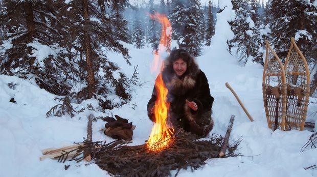 Zwischen Eis und Schnee kann ein Feuer überlebenswichtig sein: Glenn in seine...