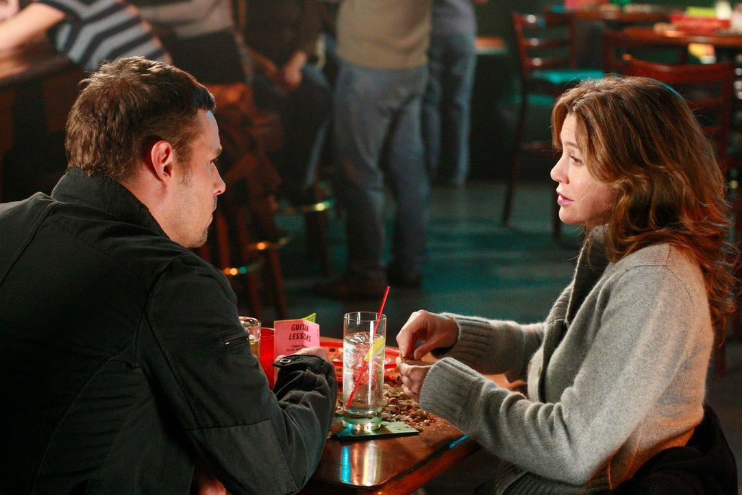 Meredith (Ellen Pompeo, r.) ist immer noch geschockt, dass Lexie mit Alex (Justin Chambers, l.) geschlafen hat. Sie verbietet Alex, das noch einmal... - Bildquelle: Touchstone Television