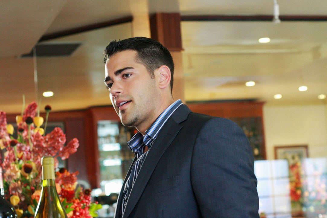 Versucht Gabrielle mit Carlos Nichte Ana eifersüchtig zu machen: John (Jesse Metcalfe) ... - Bildquelle: ABC Studios