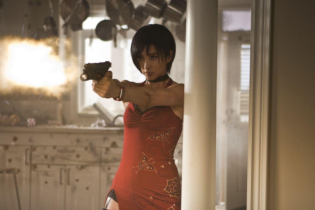 Spionin Ada Wong (Bingbing Li) gerät in die Hände ihrer Erzfeinde ... - Bildquelle: 2011Davis Films/Impact Pictures (RE5) Inc. and Constantin Film International GmbH.