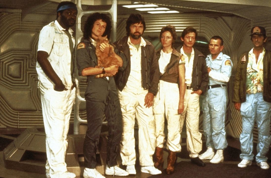 "Nur gemeinsam kann die Besatzung der ""Nostromo""  die unheimlichen Aliens besiegen: Parker (Yaphet Kotto, l.), Ripley (Sigourney Weaver, 2.v.l.), Cap... - Bildquelle: 20th Century Fox of Germany"