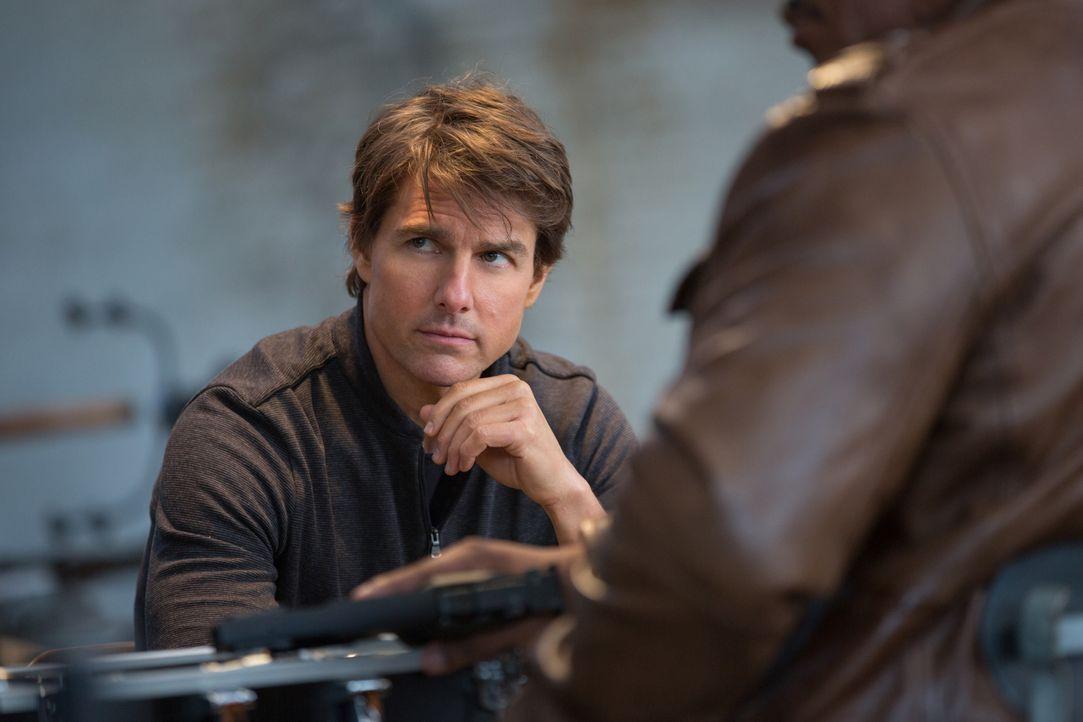 Sitzt in der Zwickmühle: Ethan (Tom Cruise) will seinen Freund Benji zwar unbedingt aus den Fängen von Solomon retten, will jedoch zeitgleich auch v... - Bildquelle: David James 2015 PARAMOUNT PICTURES. ALL RIGHTS RESERVED.