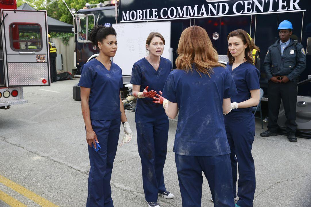 Als ein Tunnel in der Stadt einstürzt, versuchen Meredith (Ellen Pompeo, 2.v.l.), Maggie (Kelly McCreary, l.), April (Sarah Drew, 2.v.r.) und Amelia... - Bildquelle: ABC Studios