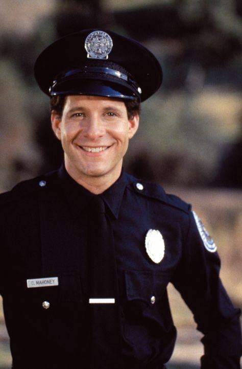 Carey Mahhoney (Steve Guttenberg) soll in eine Punker-Gang eingeschleust werden ... - Bildquelle: Warner Bros.