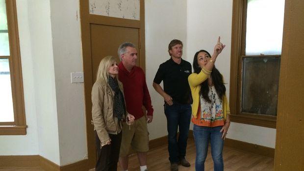 Die Baylor University Absolventen Lori (l.) und Baron (r.) suchen nach einem...