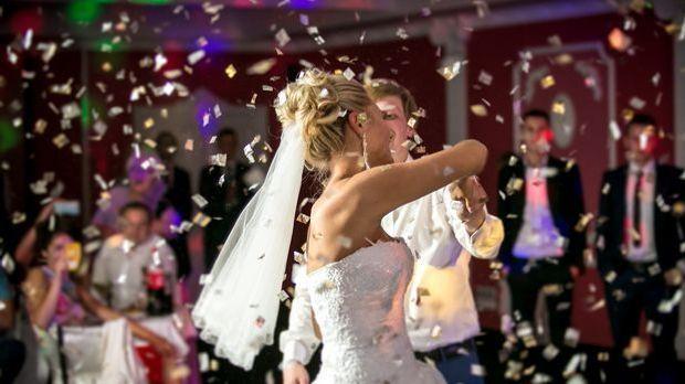 Er eröffnet die Party nach der Trauung: der Hochzeitstanz. Die Lieder, die da...