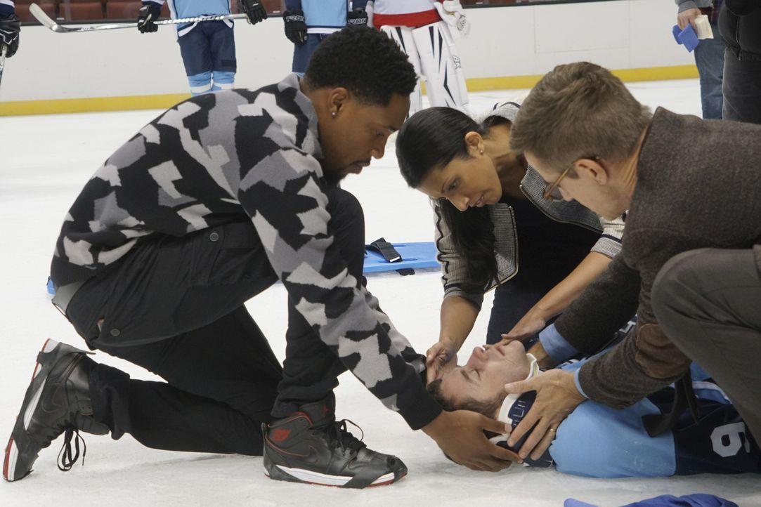 Ein Unfall bei einem Eishockeyspiel sorgt dafür, dass ein erfolgreicher Spieler seine Hände und seine Beine nicht mehr bewegen kann. Können Malik (A... - Bildquelle: Monty Brinton 2016 CBS Broadcasting, Inc. All Rights Reserved