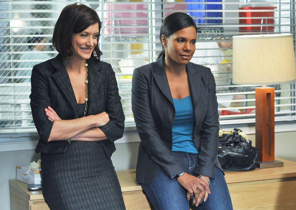 Während Addison (Kate Walsh, l.) und Naomi (Audra McDonald, r.) im Seattle Grace sind um Archer bei zustehen, werden Cooper, Violet und Pete in L.A.... - Bildquelle: ABC Studios