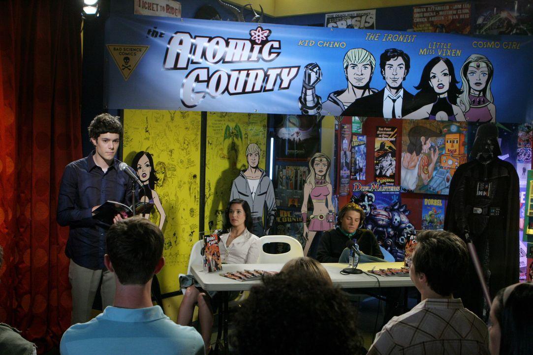 """Sind gespannt wie die """"Atomic County"""" - Lesung beim Publikum ankommt: Seth (Adam Brody, l.), Reed (Marguerite Moreau, M.) und Zach (Michael Cassidy,... - Bildquelle: Warner Bros. Television"""