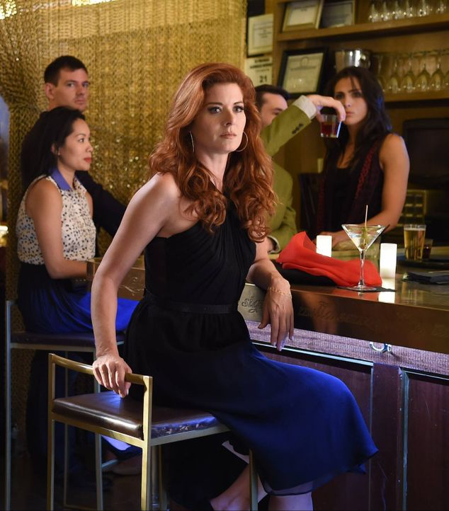 Im Zuge einer Mordermittlung ermittelt Laura (Debra Messing) in der Online-Dating-Szene ... - Bildquelle: Warner Bros. Entertainment, Inc.