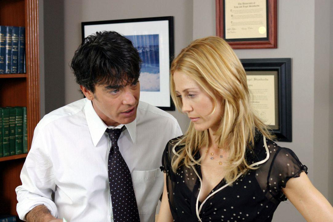 Sandy (Peter Gallagher, l.) und Kirsten (Kelly Rowan, r.) übernehmen die volle Verantwortung für Ryan und werden seine Erziehungsberechtigten. Die... - Bildquelle: Warner Bros. Television